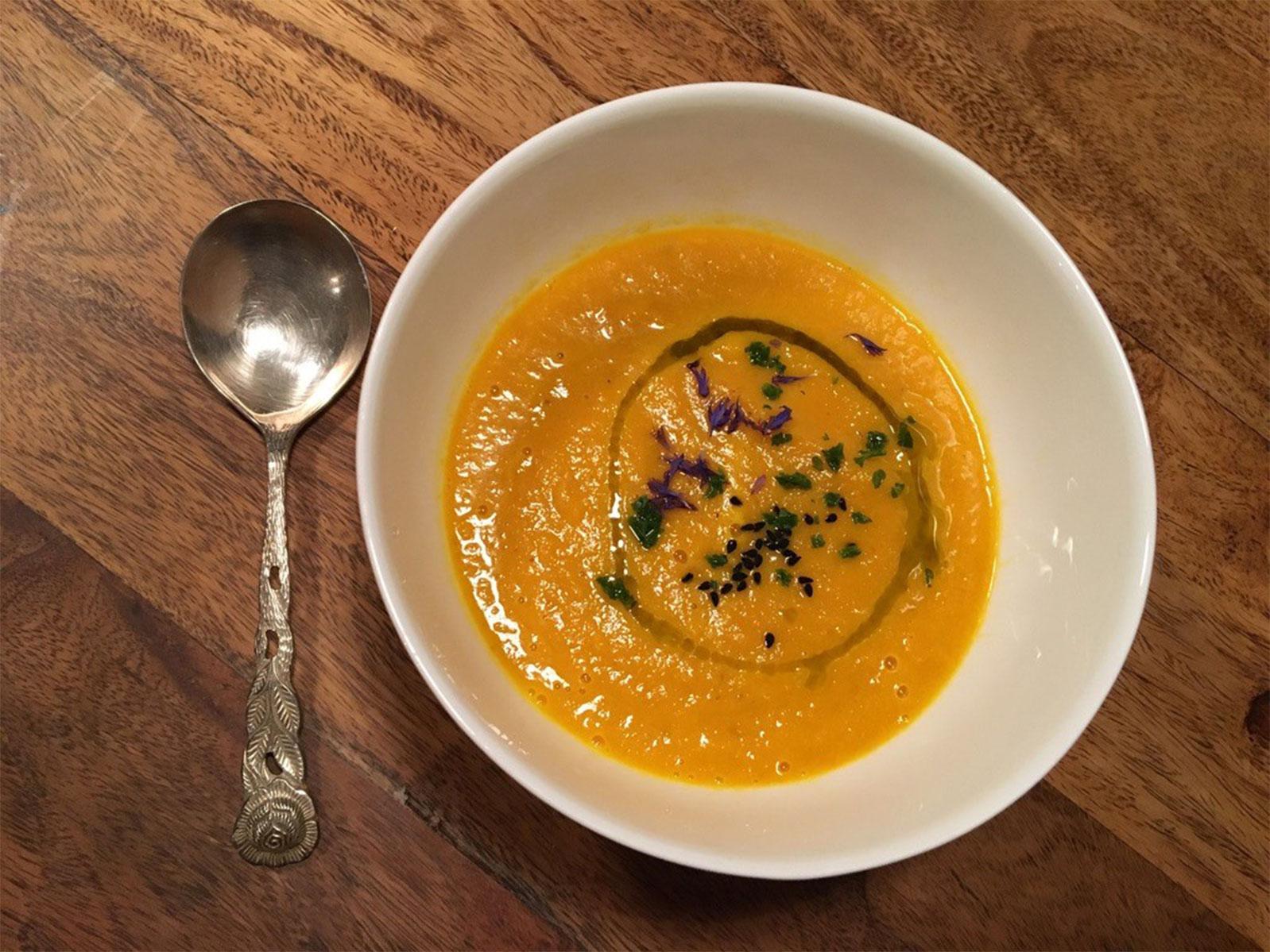 Ayurveda Rezept für Suppen von ayurveda at home KAROTTEN-KURKUMA-SUPPE